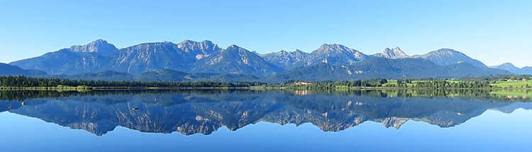 Ausblick auf den Hopfensee in Bayern