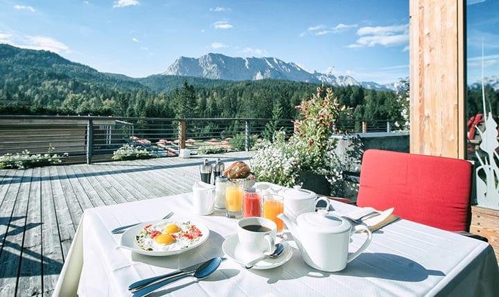 Hotelbild Frühstück mit Alpenblick
