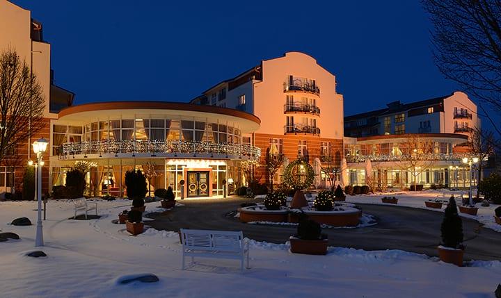 Hotelbild Einfahrt des Hotels im Winter